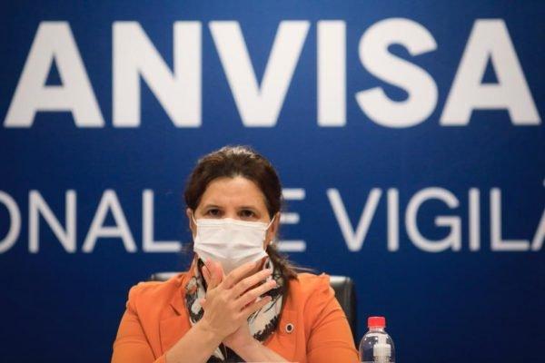 Coletiva de imprensa sobre alterações no Guia de Uso Emergencial de Vacinas contra a Covid-19 na ANVISA em Brasília
