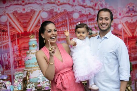 Mariana Jordão e Matheus Gomide com a filha Olívia