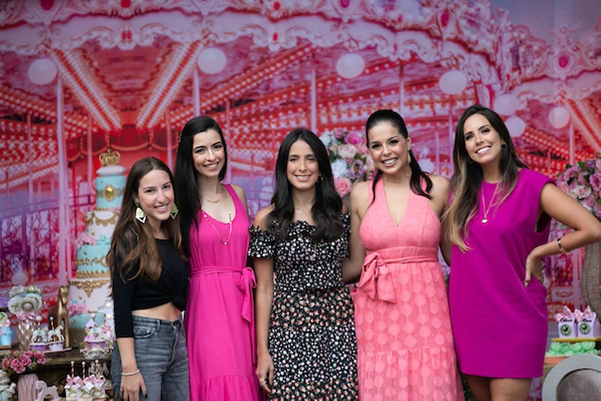 Valentina Gomide, Larissa Gomide, Isadora Gomide, Mariana Jordão e Marcela Gomide