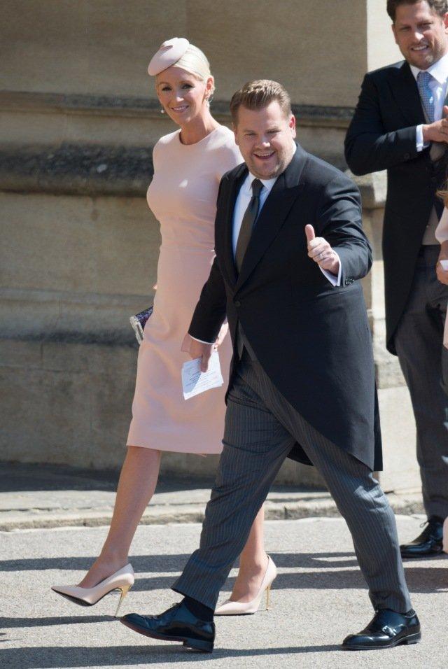 James Corden com a mulher, Julia Carey, no casamento de Harry e Meghan