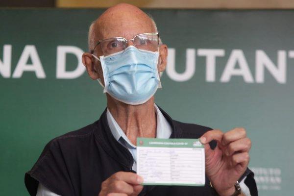 Padre Júlio Lancellotti é vacinado em São Paulo