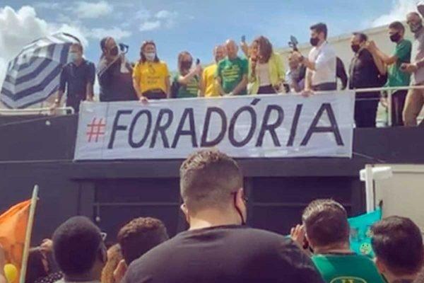 Prefeita de Bauru participa de ato contra o governador João Doria