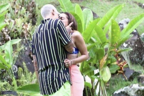 Lipe Ribeiro e Anitta se beijam em reality show