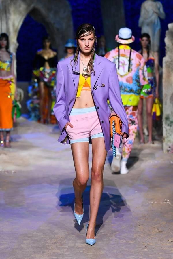 Look da coleção SS21 RTW da Versace