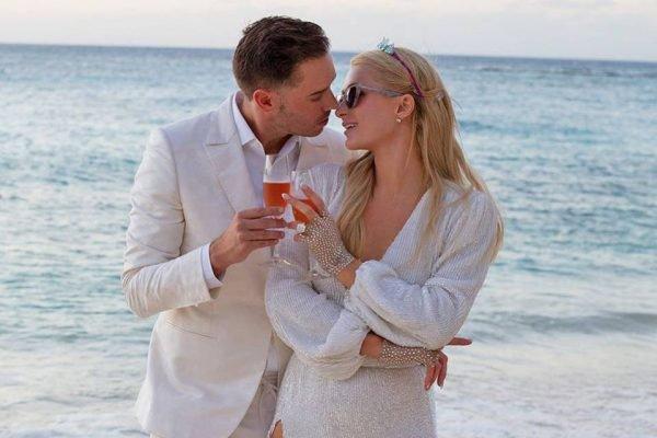 Paris Hilton e Carter Reum pedido de noivado