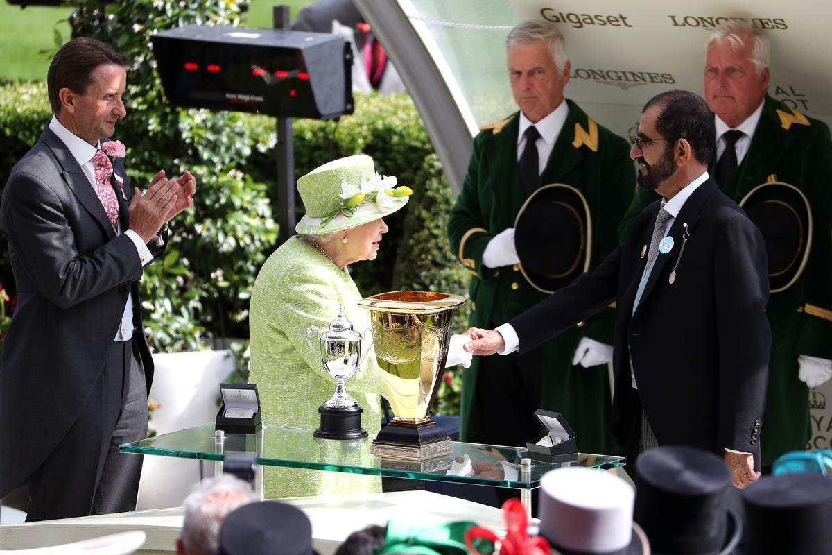 Em Ascot, rainha Elizabeth e Mohammed bin Rashid Al Maktoum