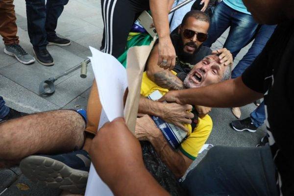 Apoiadores pedem liberdade de Daniel Silveira