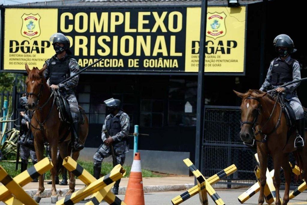 Presos amotinados em Goiás