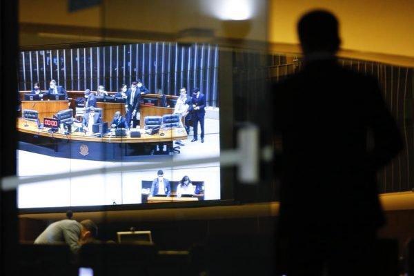 Plenário Câmara dos Deputados decide prisão de Daniel Silveira (PSL-RJ) após o parlamentar ser preso em flagrante por ameaçar ministros do Supremo Tribunal Federal (STF)