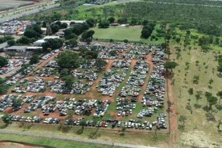 Carros guardados em cemitério no Parque Burle Marx