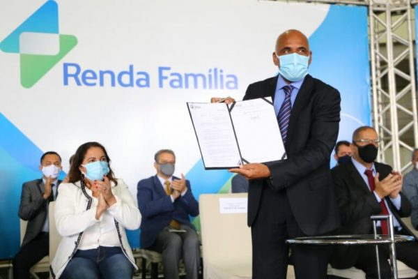 prefeito de goiania lança renda familia