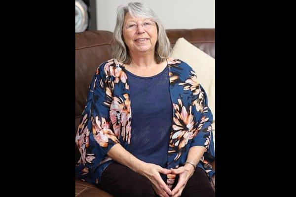 idosa britânica que sentia dores no corpo por usar lentes varifocais
