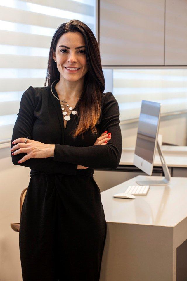 dermatologista Carla Oliveira