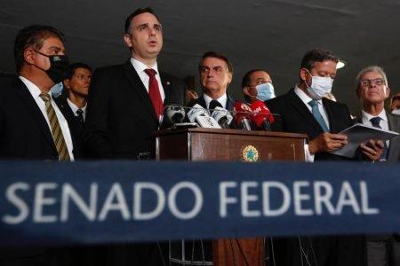 Presidente Bolsonaro e general Ramos vão ao Congresso Nacional acompanhar entrega simbólica da MP Eletrobrás no Salão Azul do Senado Federal