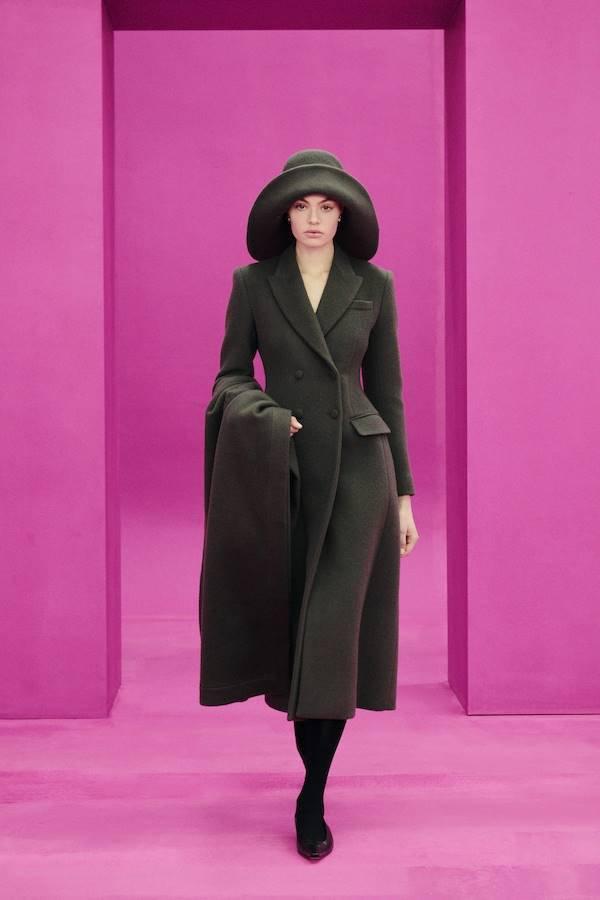 Look do outono/inverno 2021 de Emilia Wickstead