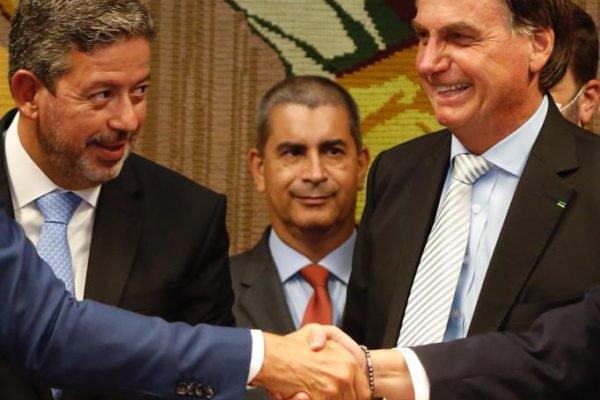 Presidente Bolsonaro entrega na presidência da Câmara dos Deputados o Projeto de Lei de privatização dos Correios