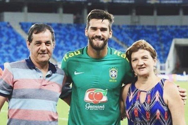 Alisson e os pais