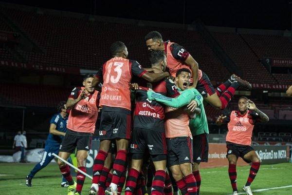 São Paulo vence, mas Flamengo é campeão brasileiro mesmo com derrota