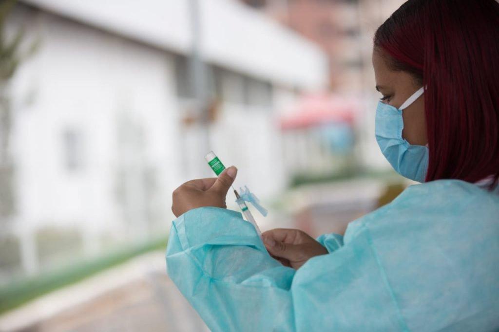 Vacinação na Unieuro, em Águas Claras