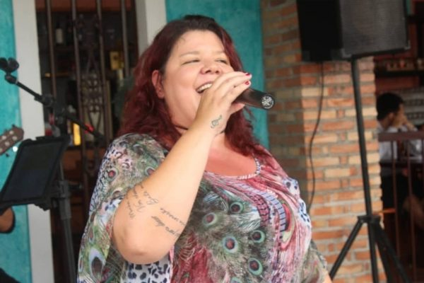 Cantora goiana Cláudia Garcia morreu com Covid
