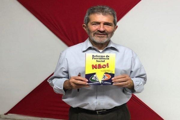 """Deputado federal Gonzaga Patriota, autor do livro """"Reforma da Previdência Social Não!"""""""