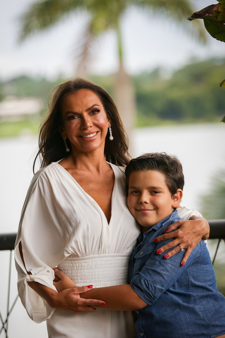 Regina Abreu com o filho João Vítor