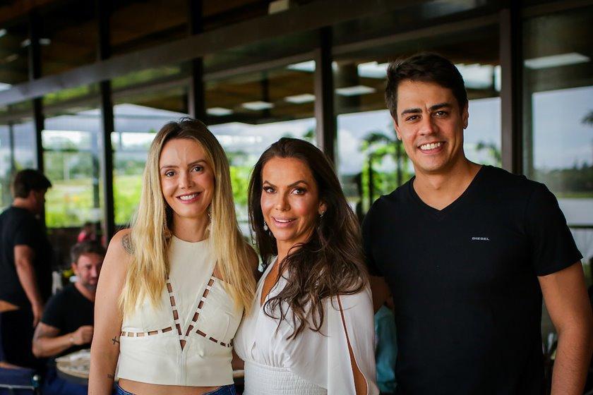 Karen Moreira, Regina Abreu e Ary Moreira