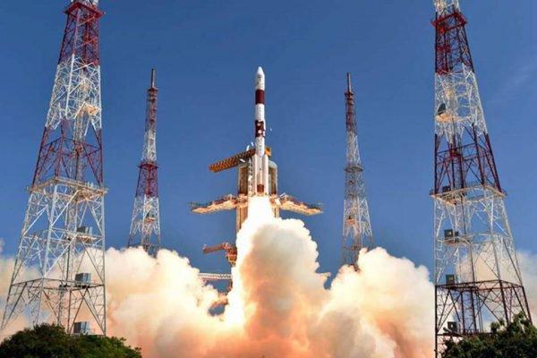 Foguete com satélite brasileiro é lançado na Índia