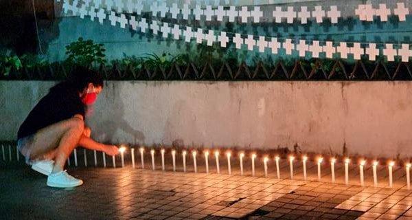 Velas são acesas para as vítimas de Covid-19 em Nova Friburgo