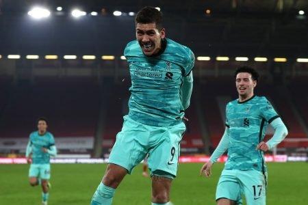 Roberto Firmino comemora gol pelo Liverpool