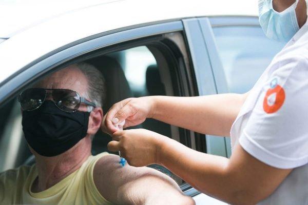 Vacinação de idosos no Lago Sul