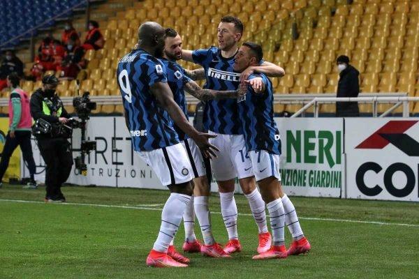 Internazionale vence o Parma