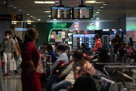 Passageiros no Aeroporto Internacional Manaus (AM) Eduardo Gomes, em meio à pandemia de Covid-19