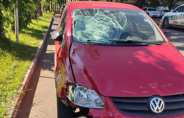 carro com parabrisas quebrado