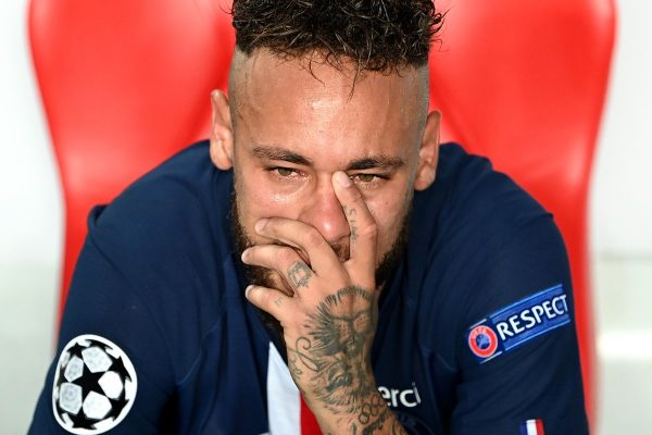 Neymar chorando