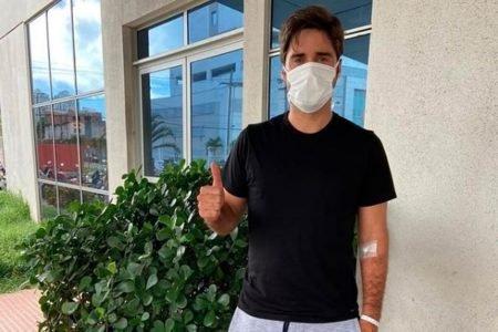 Bruno Schmidt ao receber alta do hospital depois de Covid-19