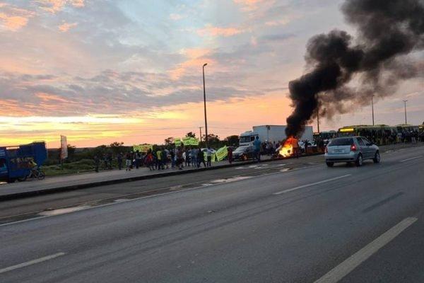 Protesto na Br-040 por causa do aumento do preço da gasolina