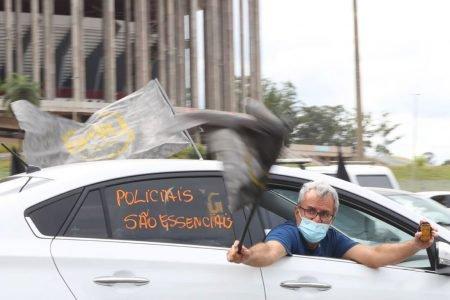 Policiais fazem carreata no DF contra aprovação da PEC emergencial