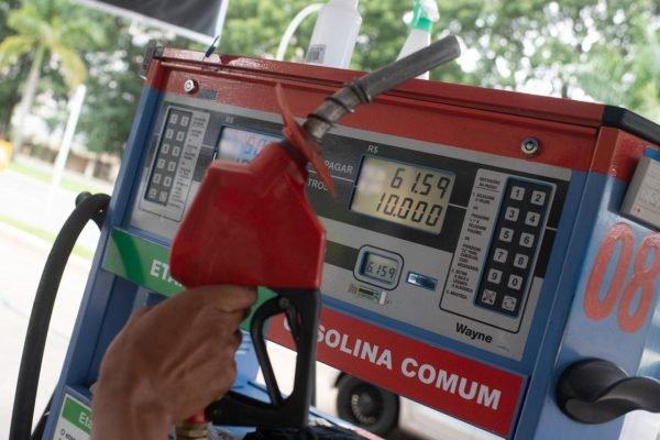 Preços em posto de combustível Jarjour, na 210 Sul