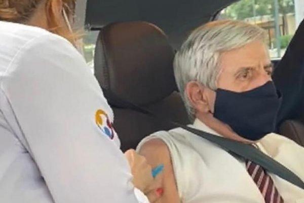 General Heleno toma vacina contra Covid-19