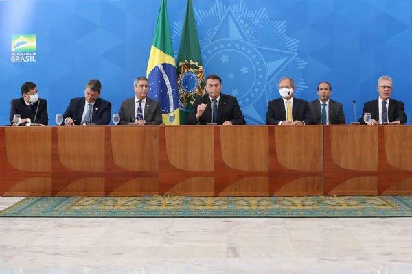 Bolsonaro e ministros no Palácio do Planalto