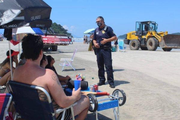 Guarda Civil aborda banhistas desrespeitando fase