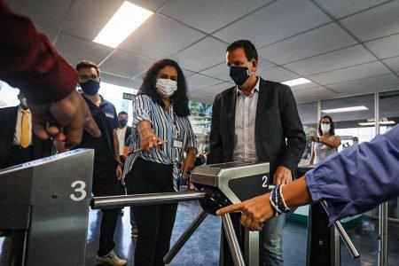 Eduardo Paes chega ao BRT com a nova interventora Claudia Antunes Secin