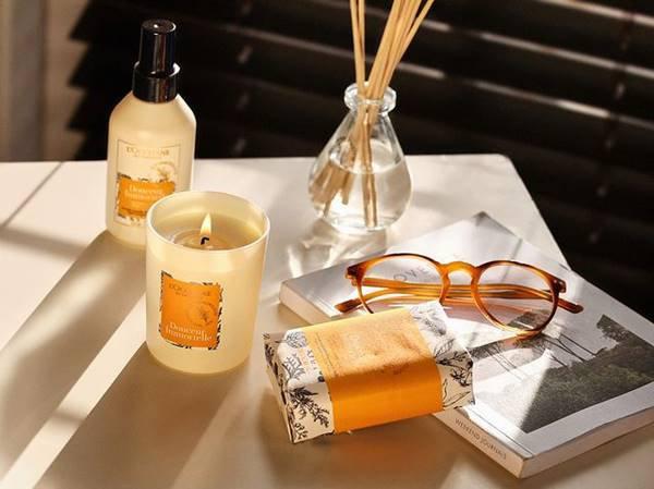 Vela aromática, difusor, aromatizador, sabonete e óculos