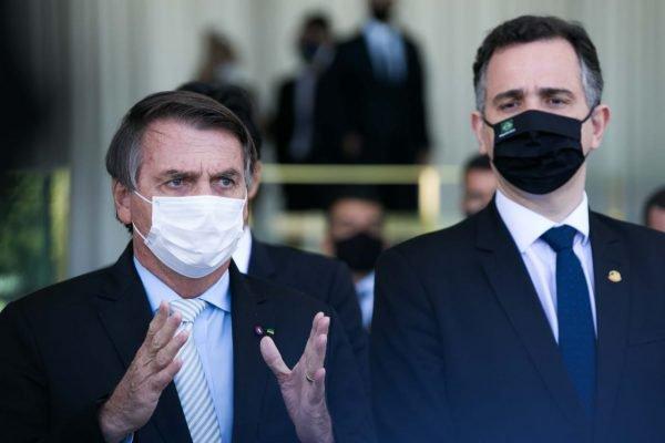 Pacheco ao lado de Bolsonaro