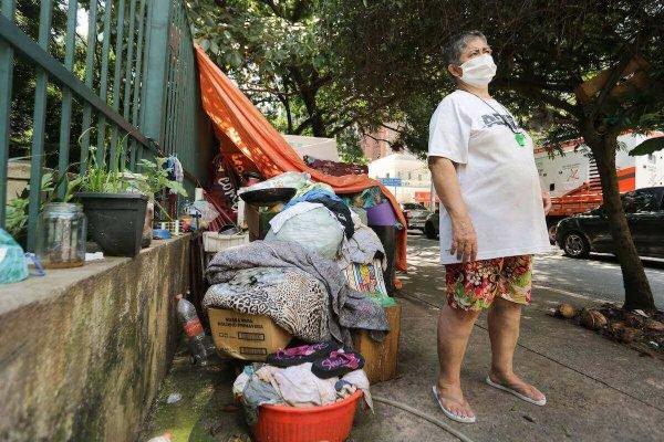 Mulher em situação de rua na cidade de São Paulo