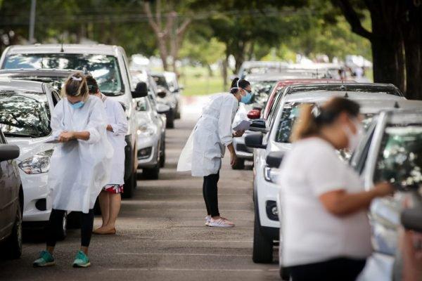 fila vacina parque cidadecovid 19 brasilia 9