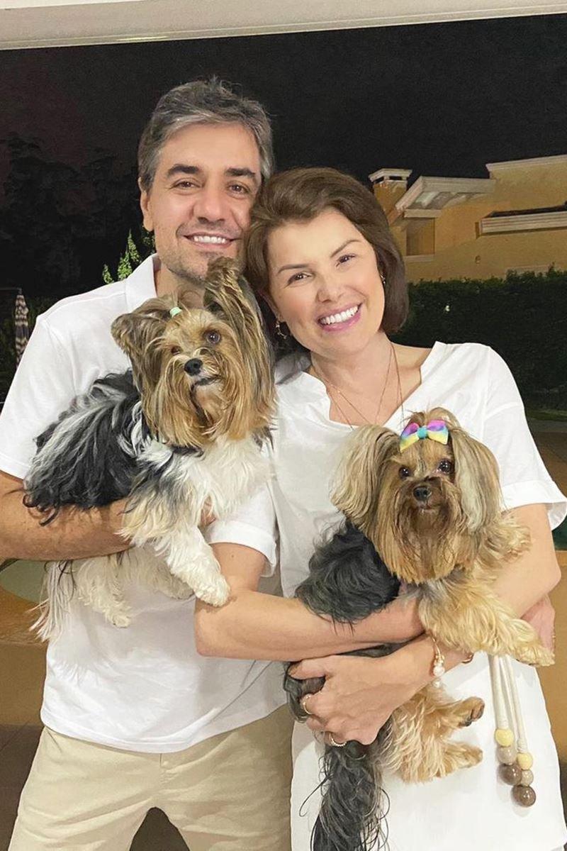 Tom e Ana Paula com as pets Teka e Lilly