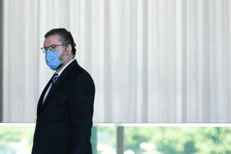 Ernesto Araújo ministro do Itamaraty no governo bolsonaro pede demissão