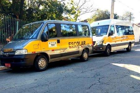Vans escolares na cidade de São Paulo